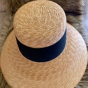 ✨Straw Full Coverage Wide Brim Hat adorned w/bow✨